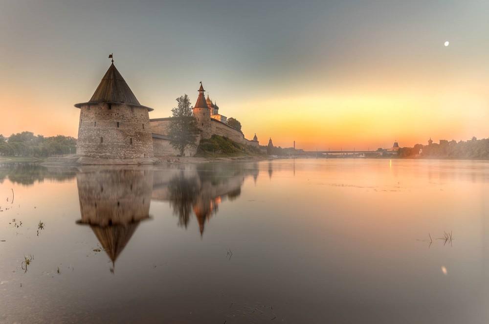 Пасковский кремль на рассвете ©Виктор Гордеев