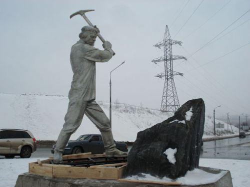 Памятник каменотесу в Белгороде