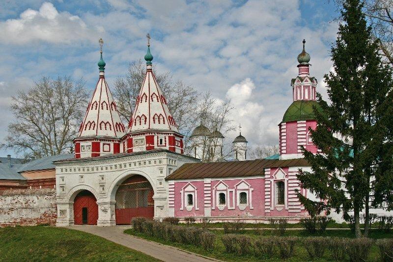 Святые ворота Ризоположенского монастыря Суздаль
