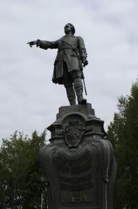 памятник Петру Первому в Петрозаводске фото