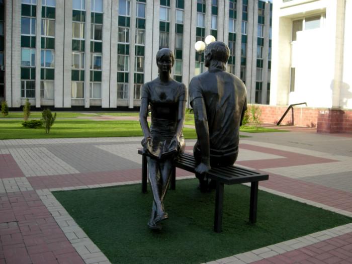 Памятник студенчеству в Белгороде