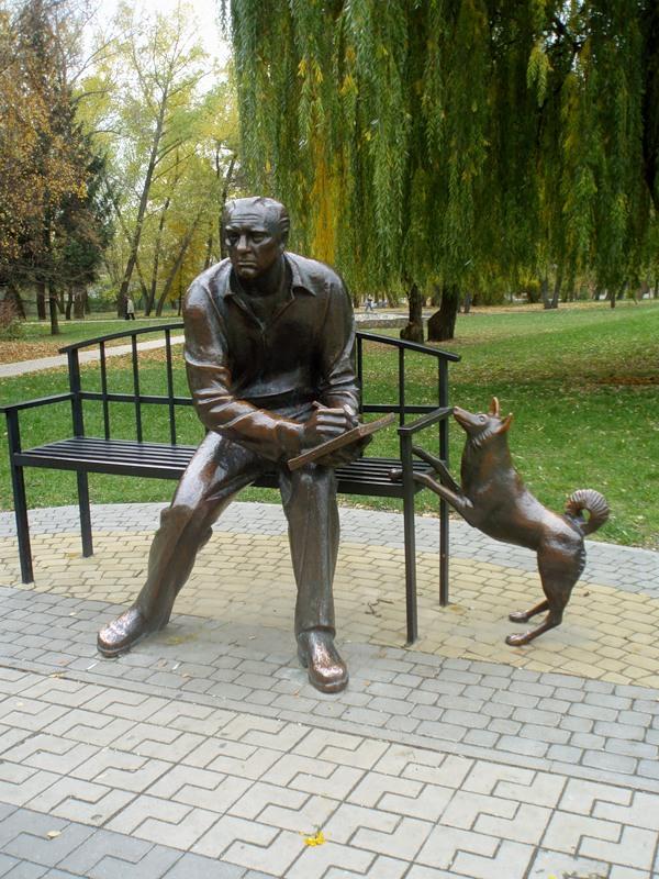 Памятник краеведу в Белгороде