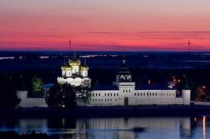 Кострома достопримечательности: Ипатьевский монастырь ночное фото