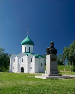 Переславль Спасо-Преображенский собор, памятник Александру Невскому
