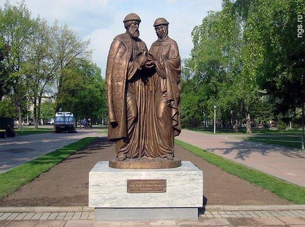 Памятники Тулы: Петр и Февронья